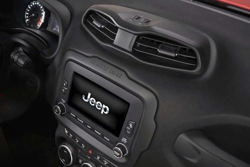фото интерьера Jeep Renegade 2015