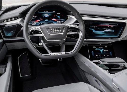 фото панели приборов Audi e-tron 2018