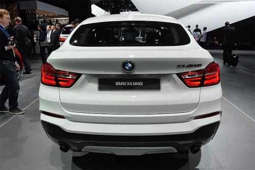вид сзади - BMW X4 M40 i