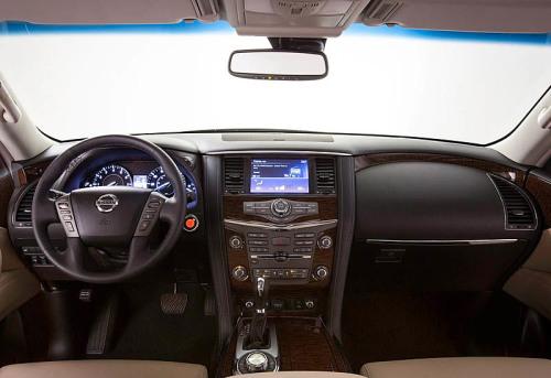фото панели приборов Nissan Armada 2016-2017