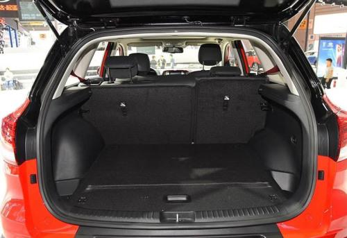 фото багажника нового Киа КХ3