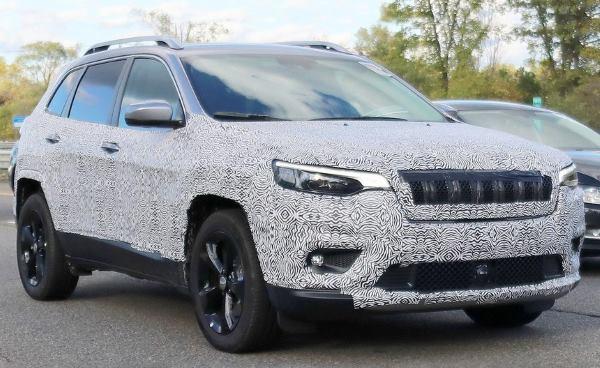 Новое лицо рестайлингового Jeep Cherokee