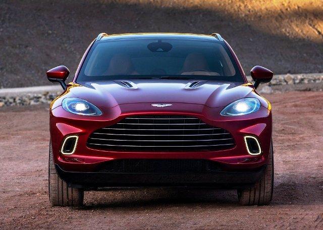 В России появились товарные Aston Martin DBX