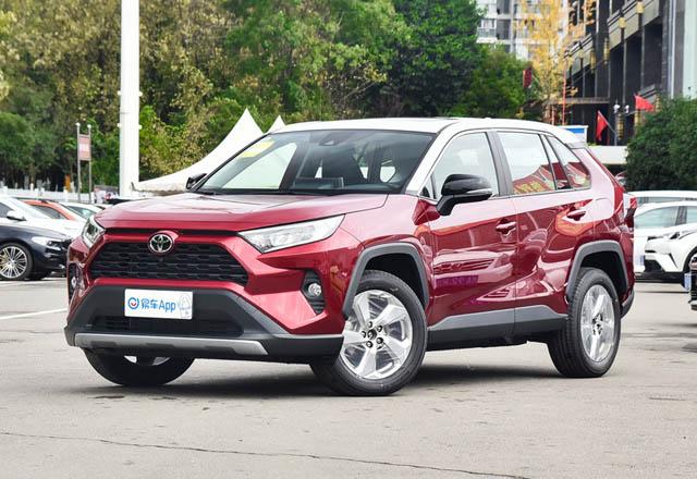 Тойота представила модернизированный RAV4